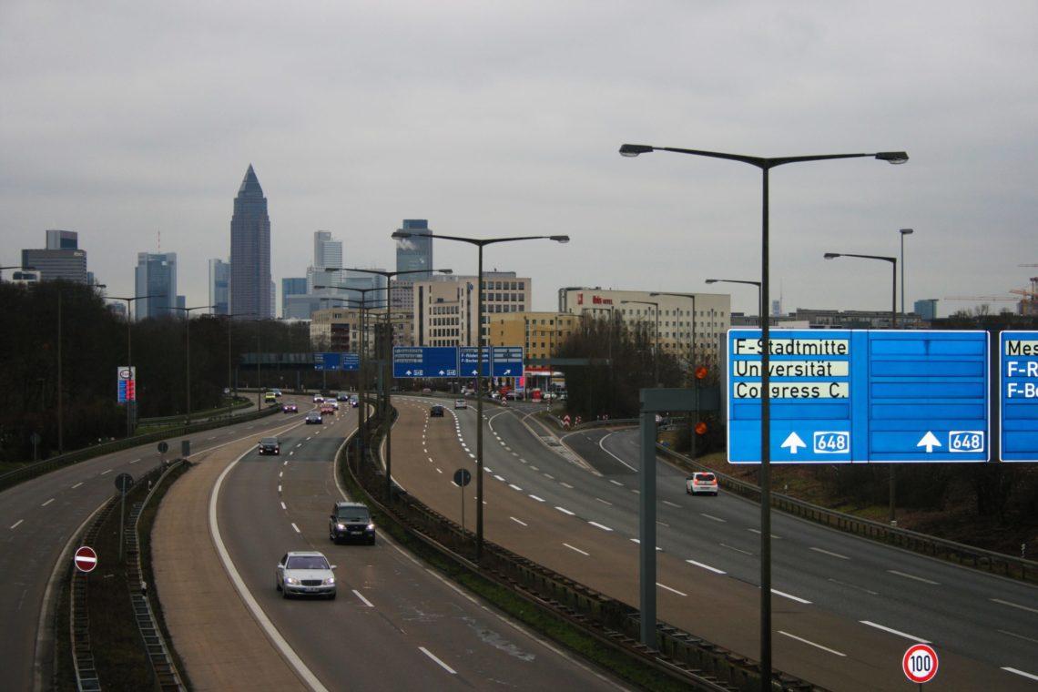 Rijkswaterstaat ontwikkelt samen met het bedrijfsleven, overheden en kennisinstellingen 'coöperatieve verkeersdiensten'.